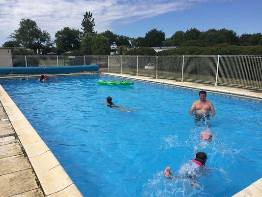 saint-maurice-etusson-camping-la-raudiere-piscine1.jpg