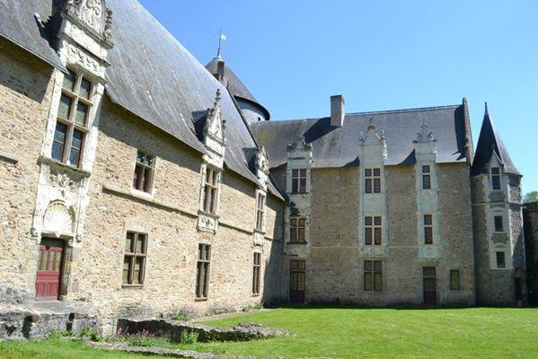 Cour du Vieux Chateau (8) - Copie.JPG