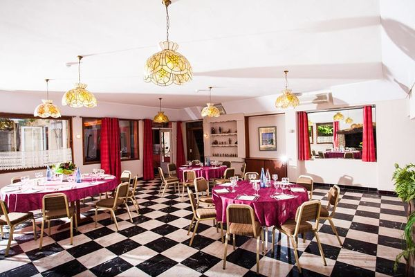 Les Vignes Blanches Restaurant1.jpg