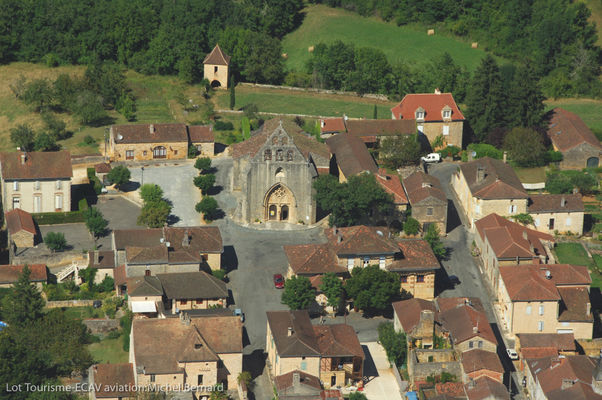 Vue aérienne de Montcabrier--Lot Tourisme-ECAV aviation-Michel Bernard.jpg