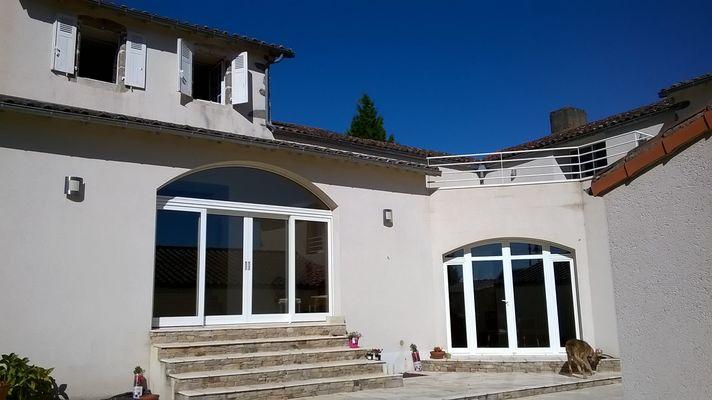montravers-chambre-dhotes-lanneau-de-jeanne-facade3.jpg