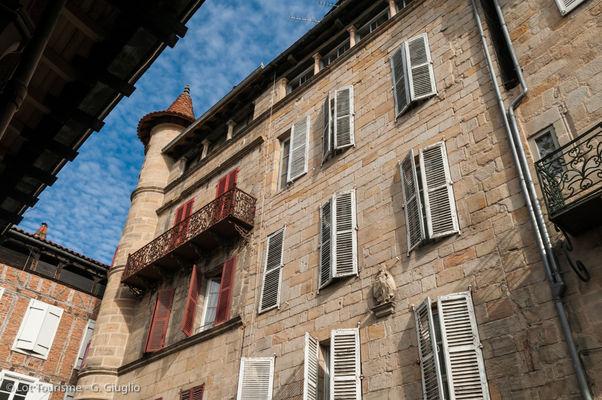 Façade sur la place Carnot - Figeac--© Lot Tourisme - G. Giuglio.jpg