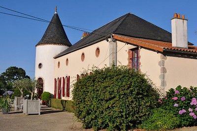St Amand sur Sèvre-le petit Puy Loup-facade2.jpg
