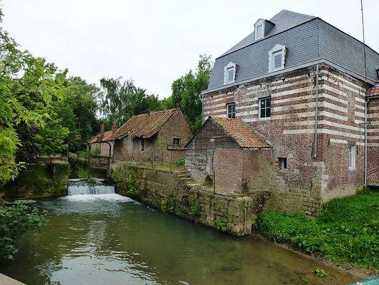 800px-Witternesse_(Pas-de-Calais)_moulin_sur_La_Laquette_01.JPG