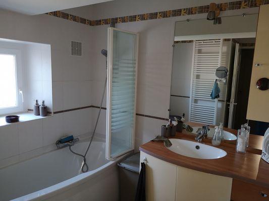 combrand-chambres-dhotes-les-mesanges-salle-de-bain.jpg