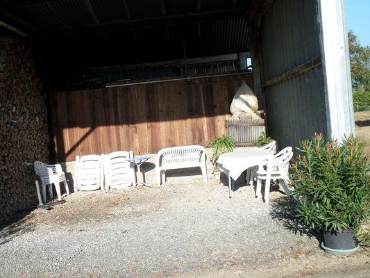 genneton-gite-les-3-roses-terrasse.JPG