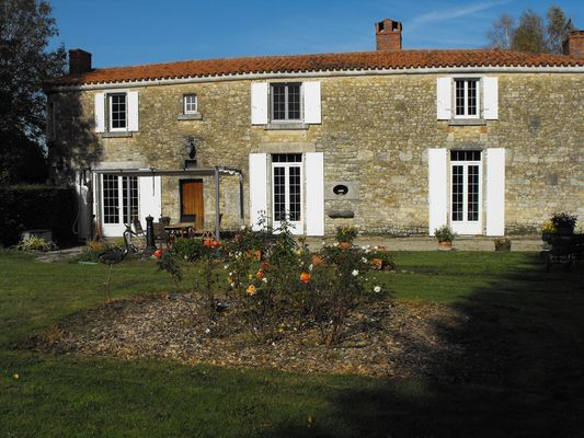 chambres-d-hotes-francoise-huchin-85110-la-jaudonniere-2.JPG
