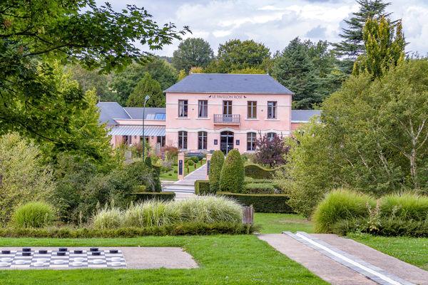 Lot1-LaRochePosay-PavillonRose.jpg