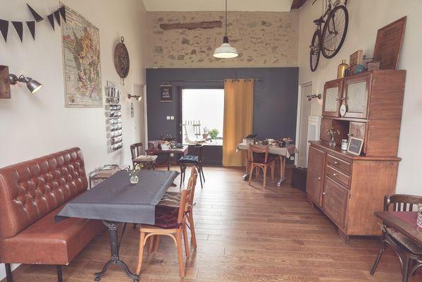 chambroutet-chambres-dhotes-la-belle-lurette-salle-petit-déjeuner.jpg