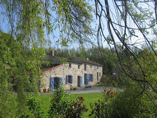 mauleon-chambres-dhotes-la petite vallee-facadebis-sit.jpg