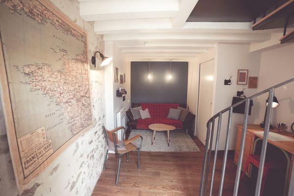 chambroutet-chambres-dhotes-la-belle-lurette-rouge-encre-canape.jpg