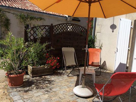 gite-la-sellerie-les-ecuries-du-chateau-nieul-sur-l-autise-85240- (2).jpg