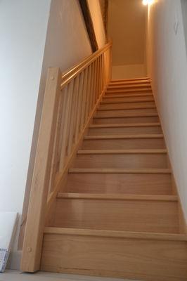 nueil-les-aubiers-gite-au-haras-14pax-escalier.JPG