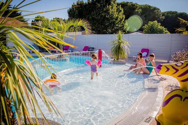 Varennes-jeux-enfants-piscine-iledere.jpg