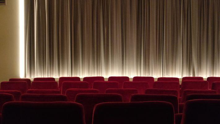 cinema-2093264_1920.jpg