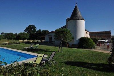 St Amand sur Sèvre-le petit Puy Loup-piscine1.jpg