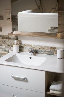le-breuil-bernard-chambre-dhotes-le-duplex-lavabo.jpg