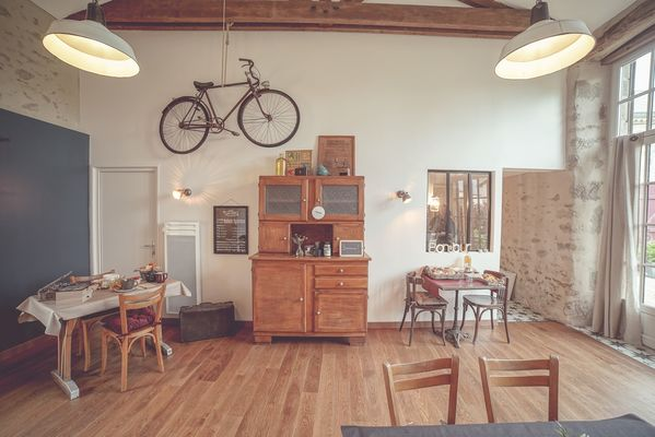 chambroutet-chambres-dhotes-la-belle-lurette-salle-petit-déjeuner1.jpg