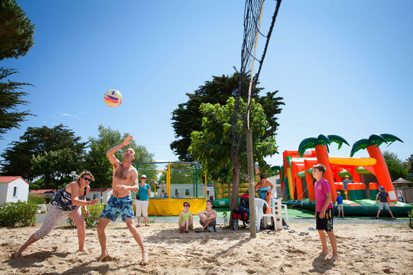 Camping-Les-Peupliers---beach-volley.jpg