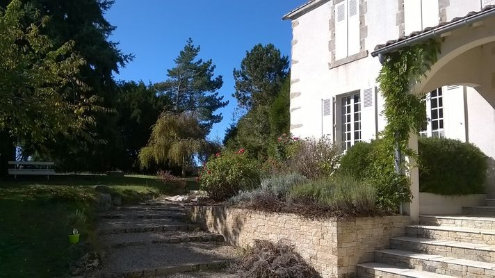 montravers-chambre-dhotes-lanneau-de-jeanne-facade4.jpg