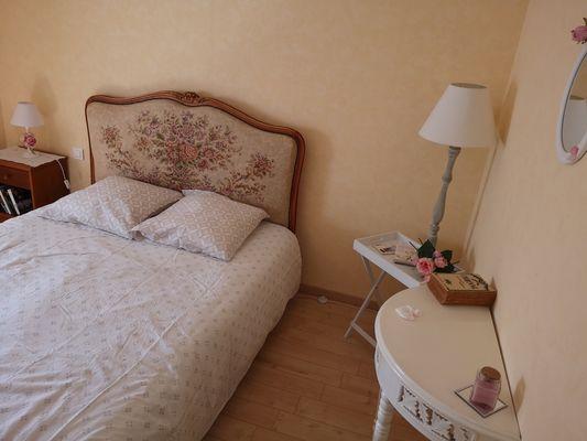 combrand-chambres-dhotes-les-mesanges-chambre-fleurs1.jpg
