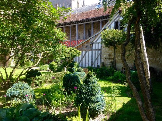 Jardindelacathedrale-jardin05V.jpg