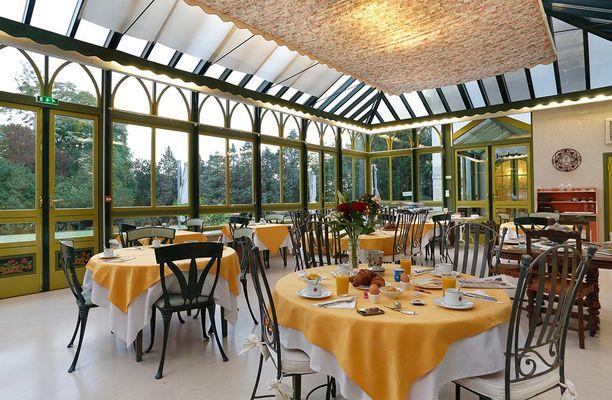 La-Rozelle---Jardin-d'hiver-petit_dejeuner_09.jpg
