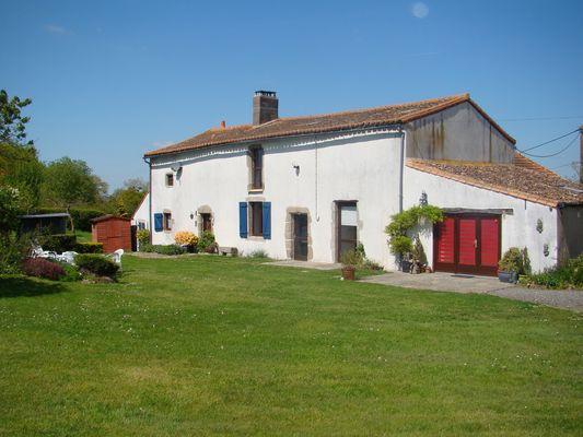 bressuire-gite-la-chaudronniere-facade1-sit.jpg