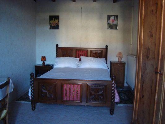 genneton-gite-les-3-roses-chambre1.JPG