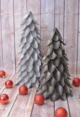 bricolages-Noel-materiaux-recycles-sapins-noel-cuillères-plastique-grises-e1442064352532.jpg