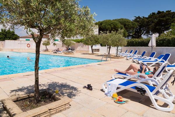 ilederé-hauts-de-cocraud-piscine-2.jpg