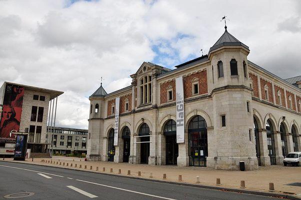 Halle_aux_grains_et_bibliotheque_de_blois.jpg
