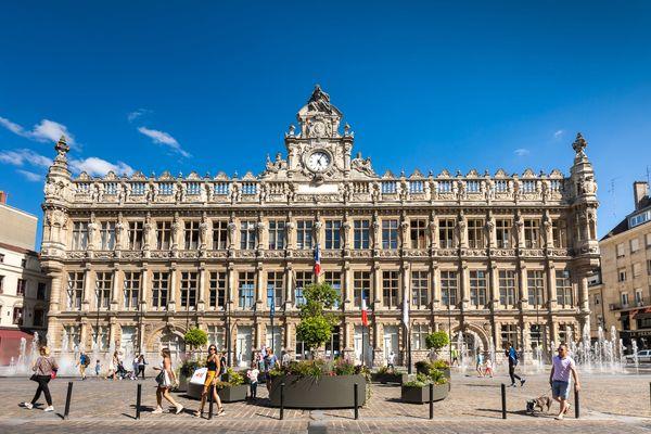 1.Valenciennes-place-d'armes-hôtel-de-ville-OTCVM © claude.waeghemacker-HD-130-min.jpg