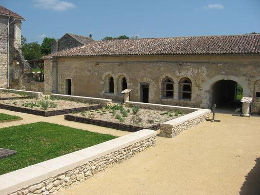 Abbaye_etoile_Archigny.jpg