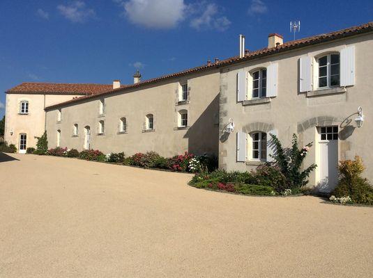 gite-la-sellerie-les-ecuries-du-chateau-nieul-sur-l-autise-85240- (10).JPG