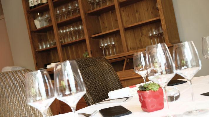Salle_restaurant_Musigny_vaisselier_DBOUKLA_CMJN_300DPI_1.jpg