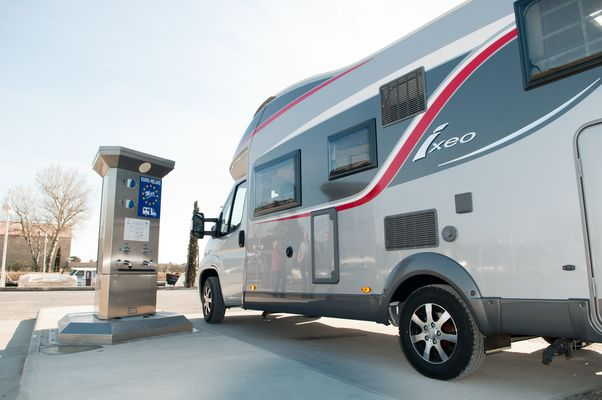 Aire Camping Car Beaucaire.jpg