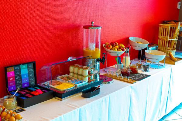 Buffet petit dejeuner_marinhotel_laval_resized.jpg