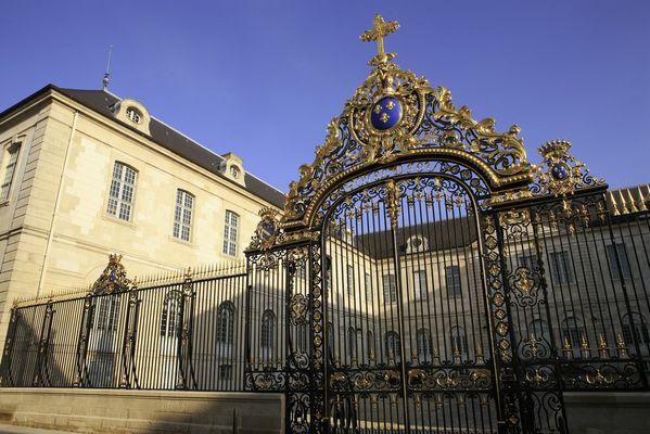 Grille de l'Hôtel Dieu.jpg