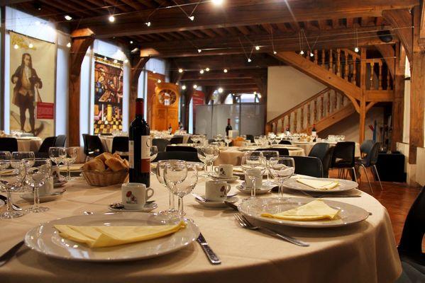 Salle Agricol Perdiguier - Repas (3).jpg