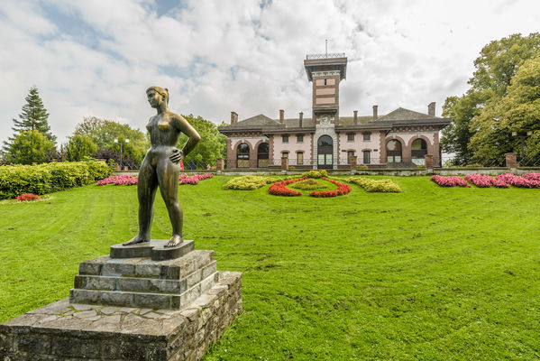 WauxHall-statue-WBT-JPRemy.jpg
