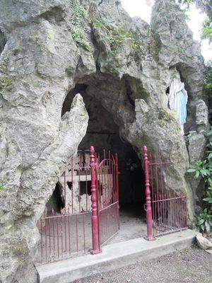 Grotte_Eglise_Saint_Martin_Artres.jpg