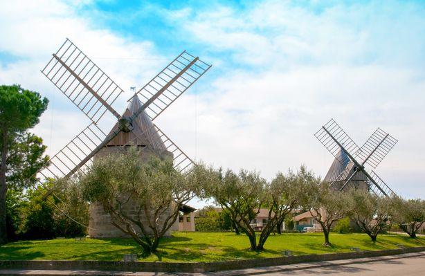 Les Deux Moulins Jonquières.jpg