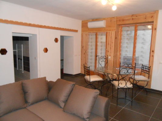 Appartement LES OLIVIERS - Salon - Meublés Saisonniers - La Maison d'Olivier.jpg