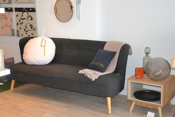 sofa(1).JPG