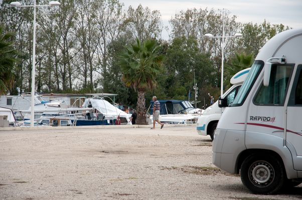 Aire Camping Car Bellegarde.jpg
