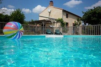 Gros plan piscine ballon.jpg