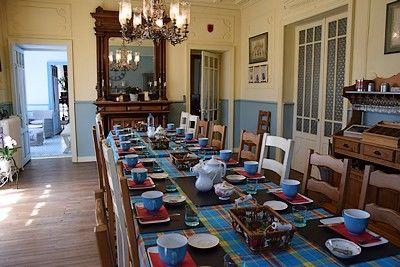 villa bleue-salle à manger-internet.jpg