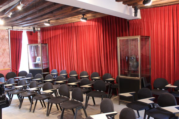 Auditorium yvonne lef bure saint germain en laye saint for Office tourisme yvelines