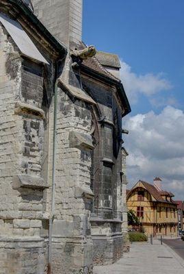 St Nizier et Maison du Dauphin (c)Fotolia.com.jpg